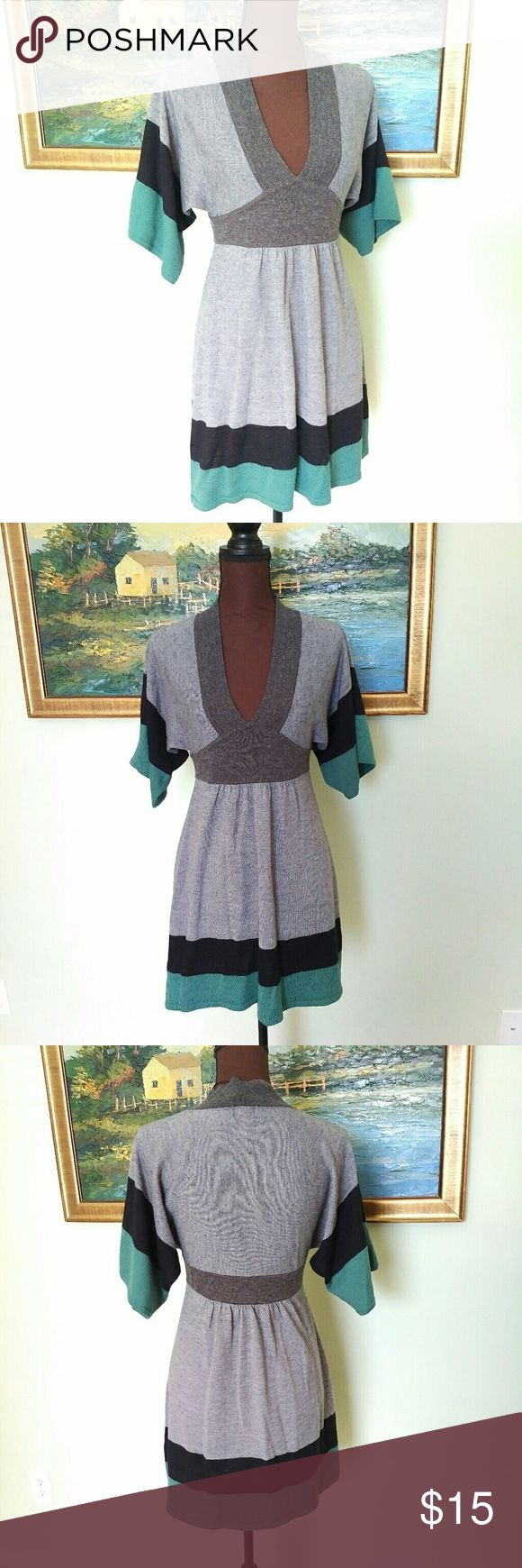 H&M Tunic Fit and Flare Sweater Dress Size M H&M Tunic Sweater Dress in size medium. Thanks for stopping by. Happy to answer any questions for you. H&M Dresses
