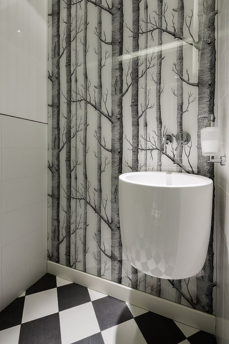 Woods wallpaper in bathroom, Cloe and Son woods wallpaper, cole&son, hanging washbasin, checkerd floor, balck and white floor