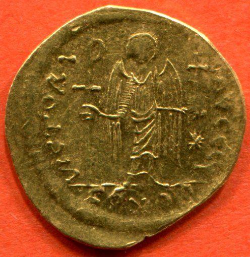 Justinien 1° R/ Victoria avggg conob poids 4 g.- IVOIRE BARBERINI, 3) IDENTIFICATION DE L'EMPEREUR, 3.3 COPIE ATHENIENNE DU MOTIF DE L'IVOIRE BARBERINI, 4: Les guerres victorieuses, ou présentées comme telles, ne manquent pas dans le règne de Justinien, qui pourraient justifier la production de ces objets particuliers.