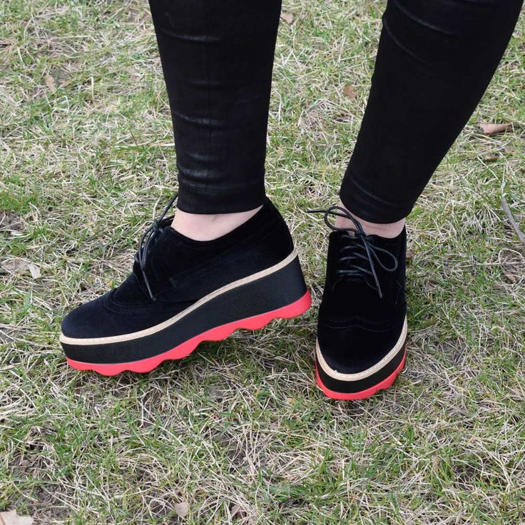 Pantofi cu toc | Pantofi eleganti | Pantofi luciosi | Pantofi trendy| Pantofi| Pantofi dama | Pantofi dama ieftini| Pantofi dama cu toc| Pantofi dama in trend| Pantofi dama casula| Pantofi dama eleganti| Pantofi dama primavara| Pantofi dama toamna| Pantof