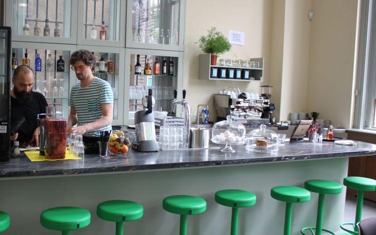 Eindelijk gebeurt er iets met een van de pareltjes van de binnenstad. De oude 'dansschool' in de Weverstraat ademt vanaf 4 juni kunst en creativiteit. Naast tentoonstellingen is er ook een café waar je terecht kunt voor wat meer groen op je bord. Of een vers sapje. En 's avonds opent de bar in de …