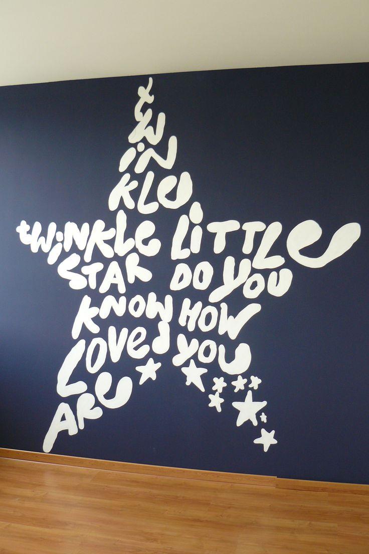 Muurschildering voor de babykamer van een grote witte ster. Twinkle twinkle little star do you know how loved you are. Bekijk ook mijn Facebookpagina: https://www.facebook.com/esthersmuurschilderingen/
