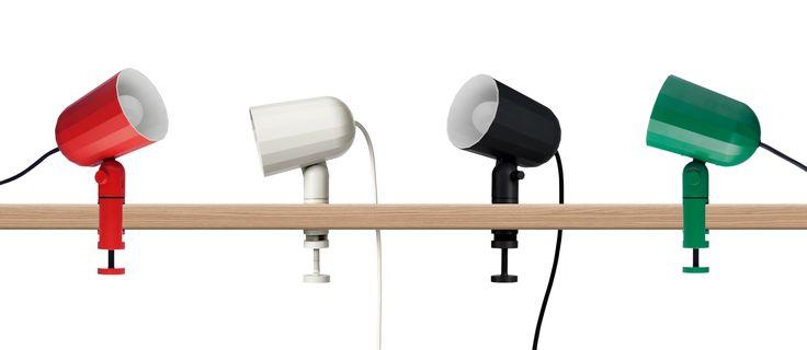 Klämlampan 'Noc Light' av Smith Mattias för HAY är ett nytt tillskott i serien 'Wrong for HAY'. Lampans brytare sitter på kabeln och armaturen fästs med en klassisk spännskruv. Finns i mörkgrått och offwhite.