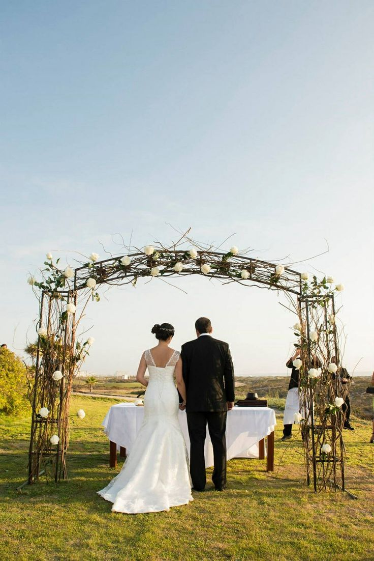 Arco de matrimonio en la playa. Outside wedding beach view