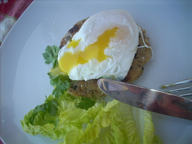 Quinoa cakes with poached egg | Gluten Free | Pinterest