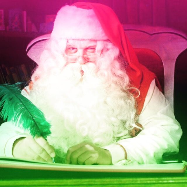 今日はクリスマス❤  昨日のクリスマスイブには、皆さんは誰かに プレゼントを贈りましたか?  私は今年も無事にサンタ業を終えました☆彡  続きはコチラから➡︎➡︎➡︎ http://ameblo.jp/bienfukuoka/entry-12231933184.html  #クリスマス #プレゼント #GIFT #愛 #レストラン #ランチ #メイク #レッスン #サンタクロース #福岡 #クリスマスツリー  #クリスマスパーティー  #クリスマスディナー #instagramers #i #beauty #goodtimes #best #sweet #heart #loveyou