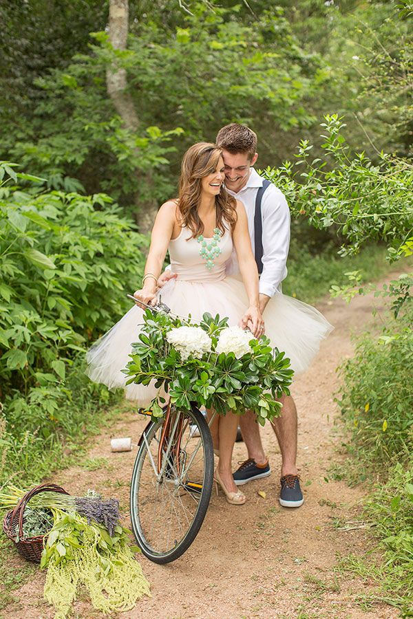 love this engagement session, too cute! see more here http://www.weddingchicks.com/2013/08/29/old-fashion-engagement/
