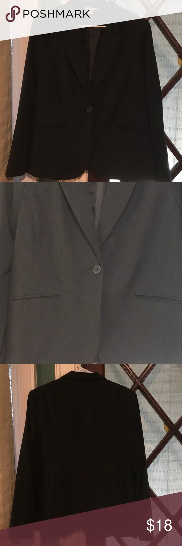 Liz Claiborne fully lined pinstripe suit jacket Liz Claiborne fully lined pinstripe suit jacket Liz Claiborne Jackets & Coats Blazers
