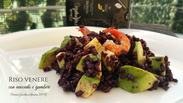 Insalata di riso venere, avocado e gamberi