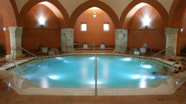 Egyszerre legfeljebb 80 vendég tartózkodhat a fürdőben.
