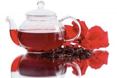 Już dwa kubki herbaty z hibiskusa dziennie obniżają ciśnienie krwi, poziom cholesterolu i wzmacniają naszą odporność. Sprawdź, co jeszcze jej zawdzięczamy.