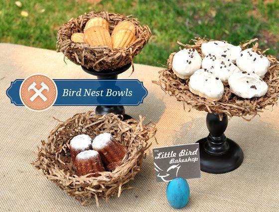 Hoy os enseñamos como hacer cuencos decorativos para tu boda con forma de nido de pájaros, ideales para colocar los dulces de la Candy bar, tarjetas, pequeños regalos, porta alianzas para tus pequeñas damas o pajes...