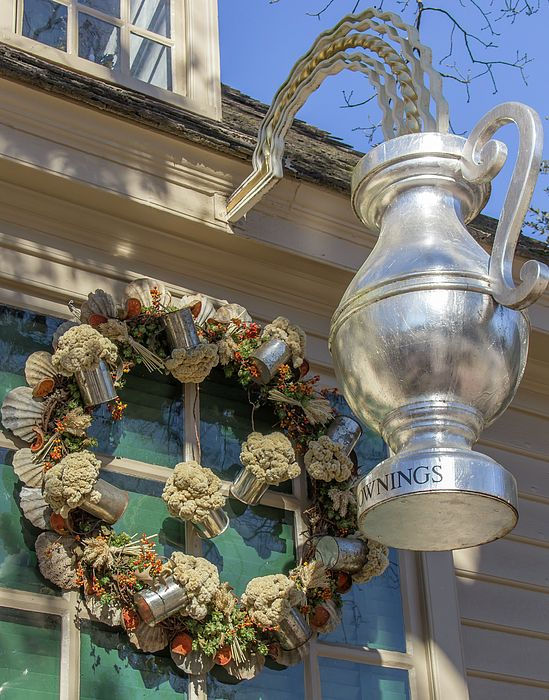 The wreath at Chowningu0027s Tavern in Colonial Williamsburg features mugs filled with cockscomb bittersweet & 912 best Colonial Williamsburg Virginia images on Pinterest ... azcodes.com
