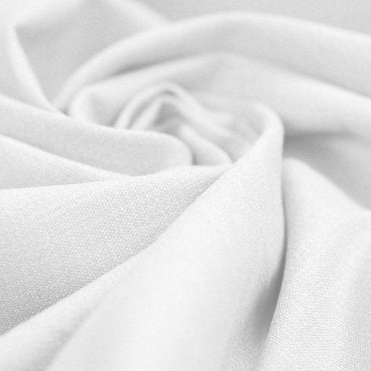 Stretch Leinen bestellen Sie online auf Rijs Textiles. Kaufen Sie hochwertige Leinenstoff zu Großhandelspreisen.