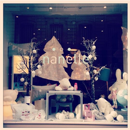 12 best les vitrines de nanelle images on pinterest glass display cabinets child room and - Vitrine de noel paris ...