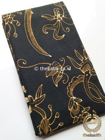 Kain Batik Tulis Motif Floral Coklat Latar Hitam | #Indonesia Traditional #Batiks Tulis #Design. Hand-dyed #Fabric #Textiles Process http://thebatik.co.id/kain-batik-bahan/batik-tulis/