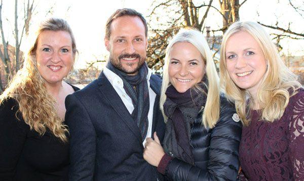 Haakon y Mette-Marit de Noruega se muestran juntos en una reunión de su Fondo benéfico tras los rumores de una posible separación