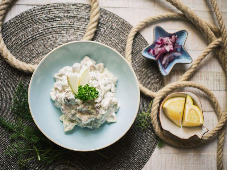 Dieser Salat ist ein Klassiker der deutschen Küche. Ich liebe die Kombination aus Äpfeln, Sahne und Meerrettich.