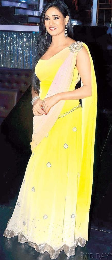 Mellow yellow: Shweta Tiwari at the press meet for Colors' Jhalak Dikhhla Jaa #Bollywood #Fashion