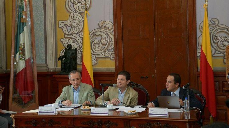 """El Cabildo aprobó un """"plan de modernización"""" para realizar un contrato con la iniciativa privada; en la actualidad, no funcionan cerca de 23 mil de las 67 mil luminarias con ..."""