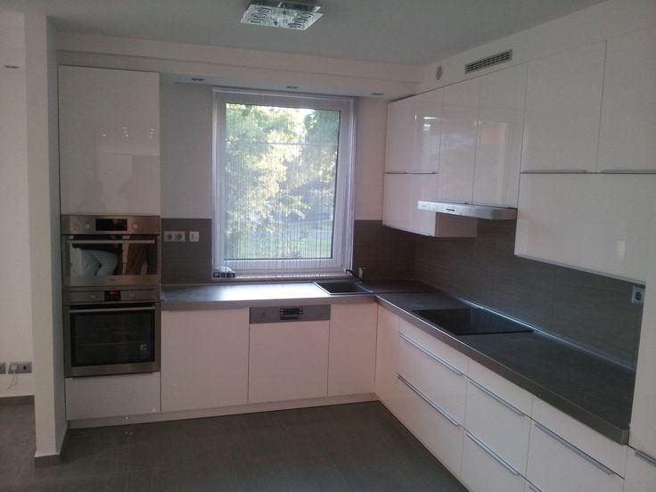 Tágas, egyedi, stílusos, jó a helykihasználása és praktikus fiókokkal és szekrényekkel van felszerelve - ilyen egy igazán jó konyha!  http://www.inpulse.hu/