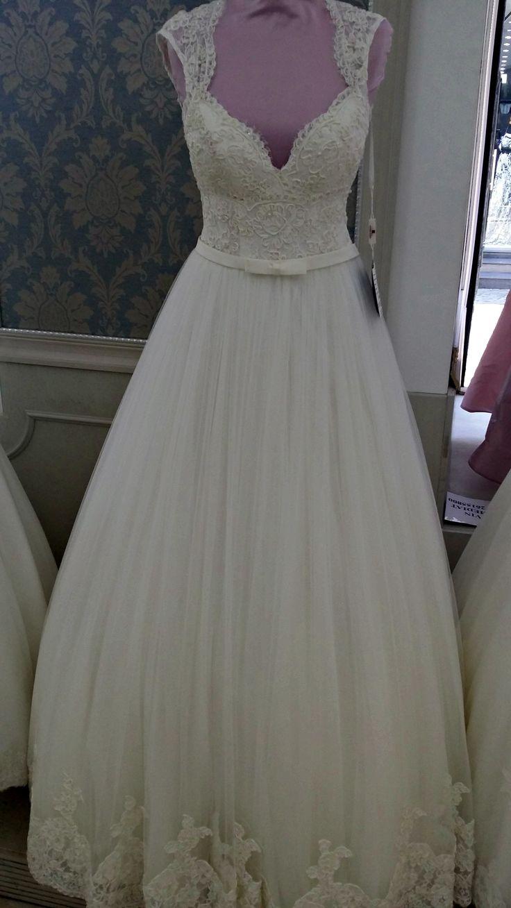 Fii deschisa la o varietate de stiluri. O rochie poate arata diferit pe tine fata de cea de pe manechin.