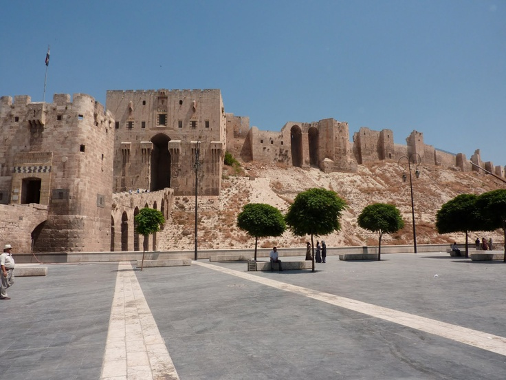 Most popular attractions in Syria Syria, a country in Western Asia, bordering countries such as Iraq, Turkey, Jordan and certainly Israel. Important to the economy of Syria's oil reserves are well developed tourism related, especially with its rich history and architecture.