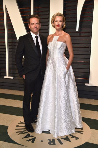 21st Century Fox CEO and the Executive Chairman Lachlan Murdoch (L) and model/actress Sarah Murdoch attends the 2017 Vanity Fair Oscar Party hosted by Graydon Carter at Wallis Annenberg Center for the Performing Arts on February 26, 2017 in Beverly Hills, California.