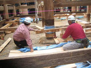 2> IMG_3973  :: 羽黒神社 柱根継ぎ 木 及び鉛 での作業完了   2009 10 17