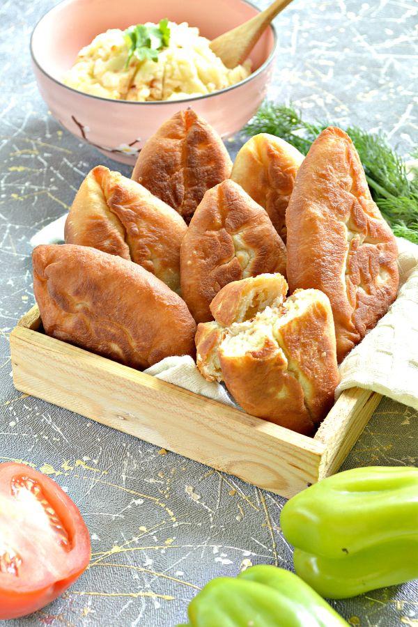 Пирожки с картошкой жареные на сковороде — пошаговый ...