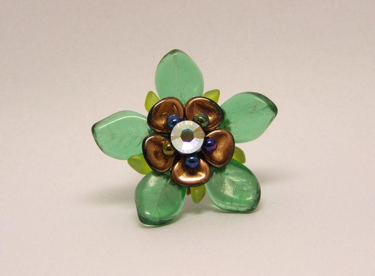 Glass Rings – Green leaf bronze flower ring – a unique product by DarkEyedJewels on DaWanda