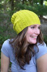 Модная шапочка спицами с описанием от дизайнера Мэган Гудакр