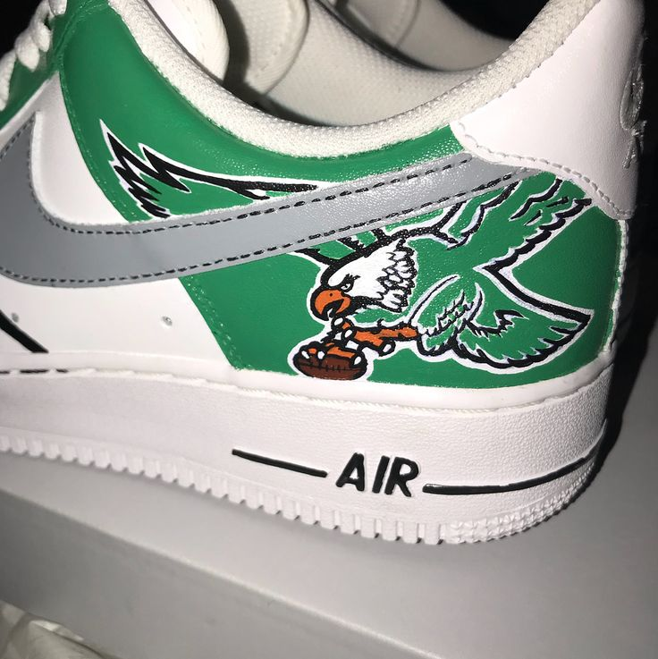 Now thats a custom pair of birds sneakers for Christmas. @whitey_ellis killed it on these. I love them. Going on display ASAP. @philadelphiaeagles #philadelphia #philadelphiaeagles #birdgang #sneakerhead #custom #flyeaglesfly #ganggreen #af1 #nike #nfl #football #shoes #lincolnfinancialfield