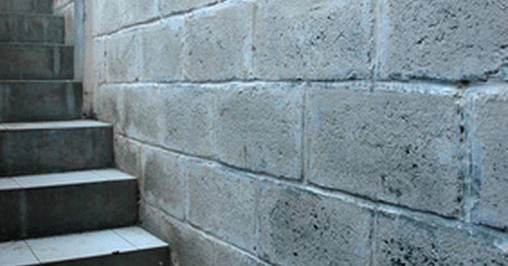 Como consertar muros de cimento que estão esfarelando. Muitos muros de jardins e divisa são criados utilizando blocos de cimento barato. Infelizmente, enquanto são econômicos, estes blocos são suscetíveis a serem danificados pelas intempéries, e muitos muros construídos com eles começam a desmoronar e parecem dilapidados. Uma vez que houver a garantia de um especialista de que o muro inteiro não ...