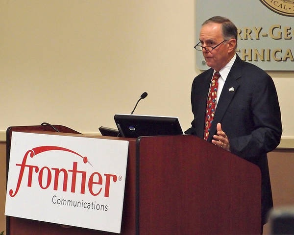 "The Myrtle Beach Regional Economic Development Corporation announced today that Frontier Communications will be offering an additional 110 call center jobs in Myrtle Beach.   Ken Arndt, President of Southeast Region for Frontier Communications, was on hand for the announcement:    ""We are excited to continue to be a part of the"