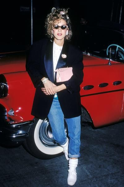 Rolled jeans - check, boyfriend jacket -check, pink accessories -check, curly 80s hair do -check