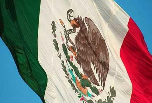 Después de dos siglos descubren error en la bandera de México