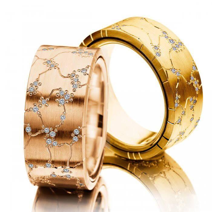 Aliança com Brilhantes em Ouro 18k Entre em nosso Site e confira este modelo Exclusivo a Helder Joalheiros  https://www.helderjoalheiros.com.br/alianca-de-casamento-em-ouro-18k-cravejada-com-diamantes-glamour-1166al