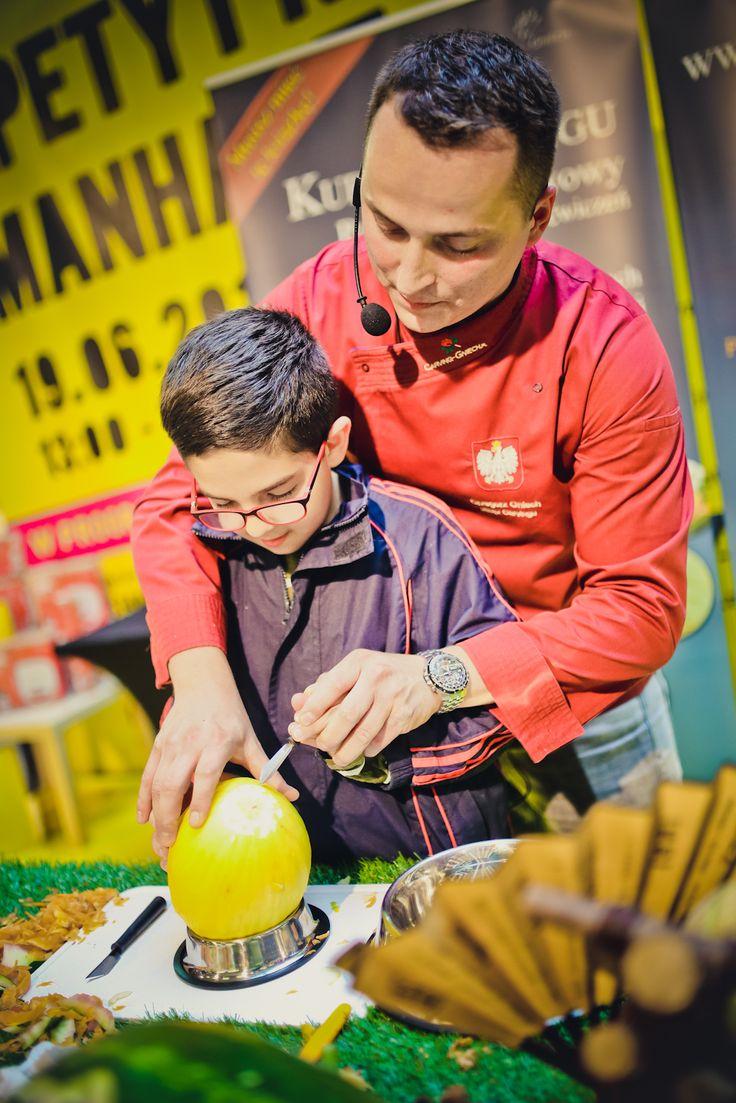 Każdy uczestnik eventu mógł spróbować swoich sił w rzeźbieniu owoców :) Trudna to sztuka, oj trudna :) - takie rzeczy w GCH Manhattan!