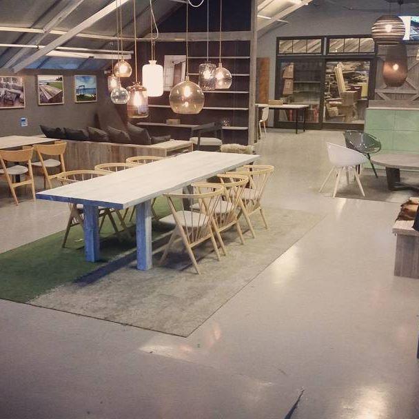 PS. Oppdater instagram for å se breddeformat. Vårt #showroom på #Høvik  #spisebord #bad #stuebord  #soverom #uterom  #håndlagetavoss #barefordeg #bærekraftig #kortreist #scandicool #industrielt #gamle #gjenbruksmaterialer  www.drivved.no Endelig breddeformat på instagram☺