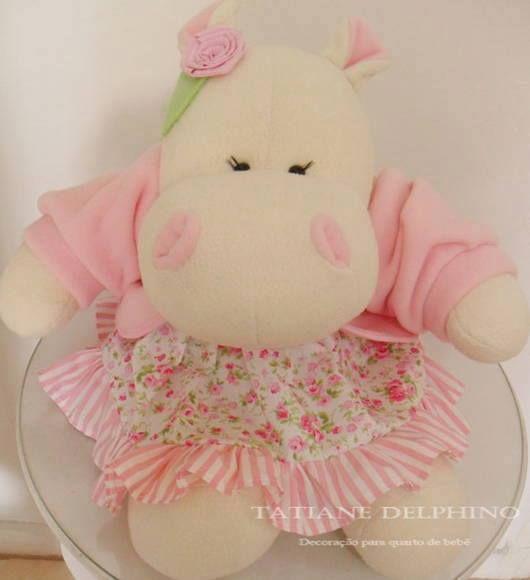 Hipopótama vestida de rosa