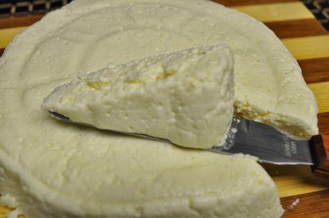Imagen: lacocinadealejandro.blogspot.com   Vamos a preparar 800 gramos de este queso   Necesitamos   50 gramos de vinagre de vino blanco  ...
