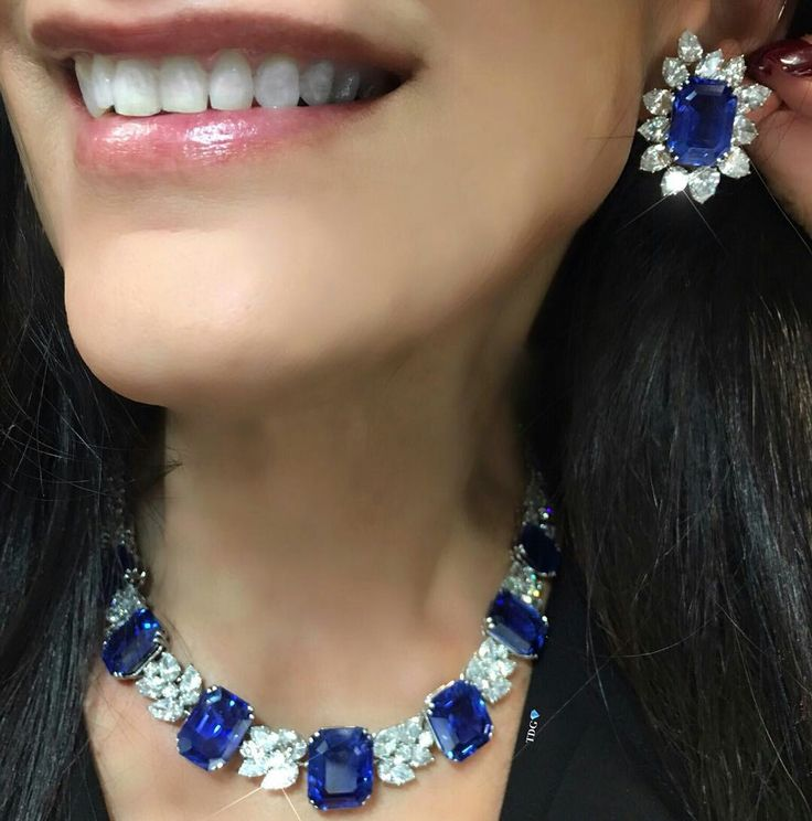 HARRY WINSTON AROUND MY NECK AND ON MY EARS - why wouldn't I be smiling??? Gorgeous sapphire #harrywinston set, available in the @sothebys