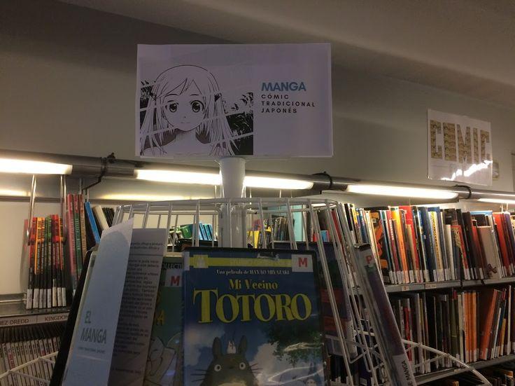 Expositor sobre Manga, 1ª planta de la Biblioteca en la zona de CÓMIC