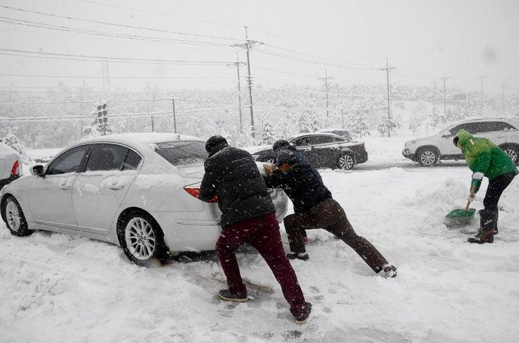#Misiryeong Penetrating Road, #Gangwon Province Korea | 미시령동서관통도로 | Heavy snow has blanketed Gangwon Province as snow advisories were issued for 16 cities and counties of the province. (December 14, 2016)