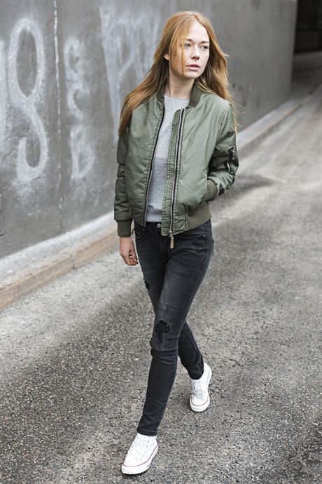 Woman traditional bomber jacket in green