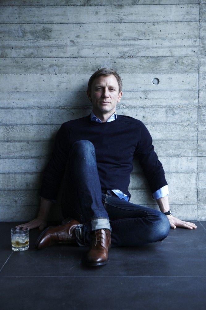 Daniel Craig scotch soda Crockett jones James Bond Esquire