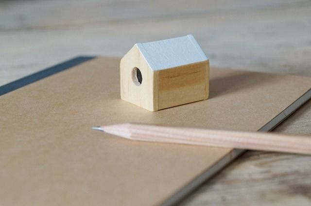 DOIY House pencil sharpener via bord de scène