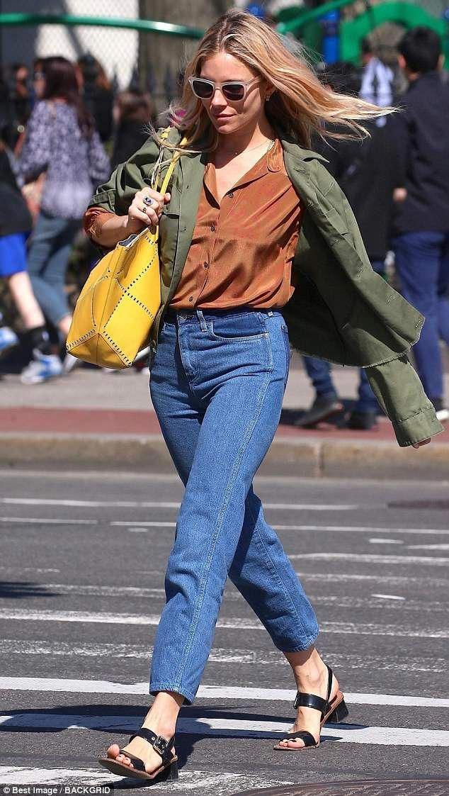 Stylish  The Alfie actress dressed her enviable figure in a pair of  high-waisted denim mom...  streetstyle  siennamiller  RogerVivier 848c5296af