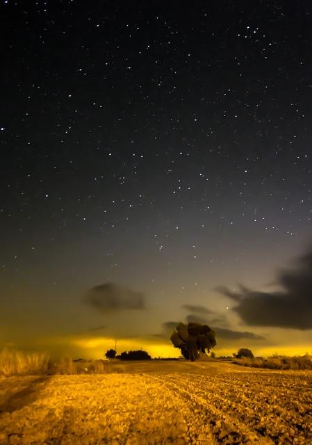 MIrant les estrelles by BertlivePhoto, via Flickr